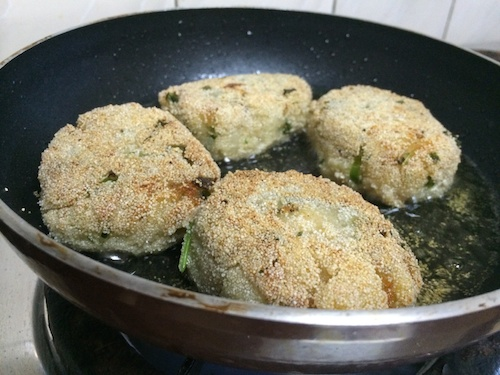 Potato Cheese Cutlets getting fried